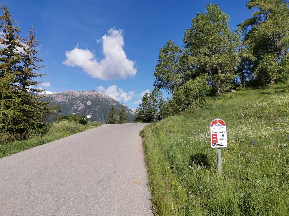 The Col de Granon climb and and 10km profile sign
