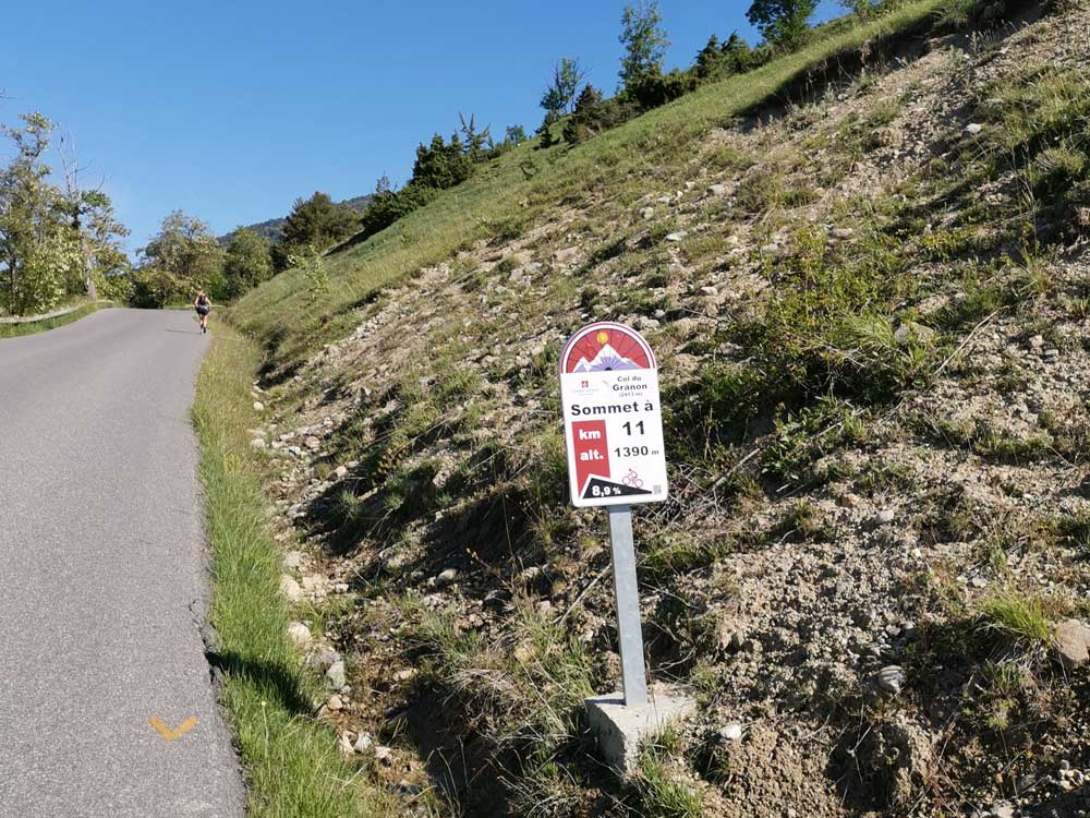 The start of the Col de Granon climb and and 11km profile sign