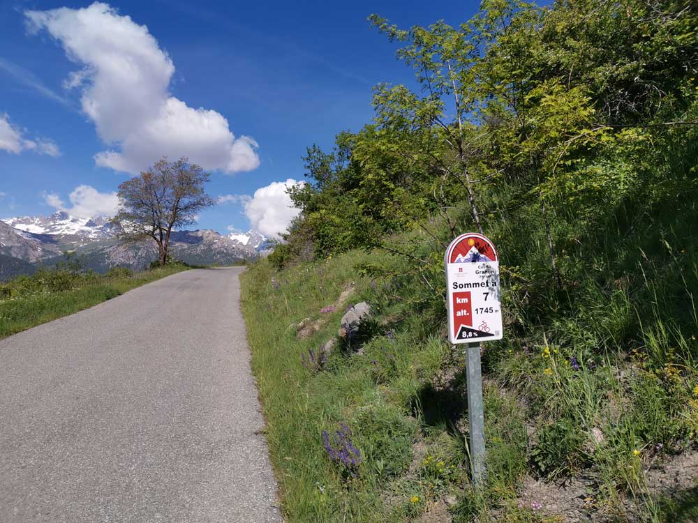 The Col de Granon climb and and 7km profile sign